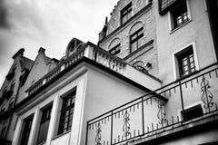 Quintal residencial de Gdansk Olhar artístico em preto e branco Fotografia de Stock Royalty Free