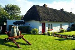 Quintilla irlandesa de Adare Co. de la cabaña del viejo estilo Fotos de archivo libres de regalías
