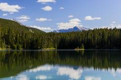 Quinto lago, vale dos 5 lagos, Jasper National Park, Alberta Imagens de Stock