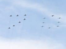 Quinze aviões pintam figura 70 em Victory Day Fotografia de Stock Royalty Free