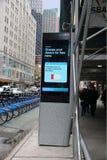 Quiosco de LinkNYC Imagenes de archivo