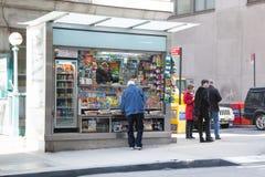 Quiosco de periódicos de Nueva York Imagen de archivo libre de regalías