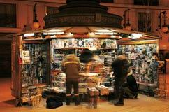 Quiosco de periódicos en Madrid Imagen de archivo libre de regalías