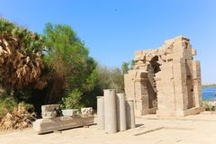 Quiosco troyano del ` s en el templo de ISIS - Asuán, Egipto imagen de archivo libre de regalías
