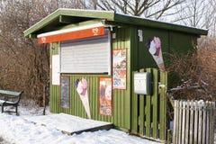 Quiosque colorido da loja que vende o gelado no inverno Copenhaga no De Fotos de Stock