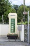 Quiosque de telefone irlandês velho imagens de stock royalty free