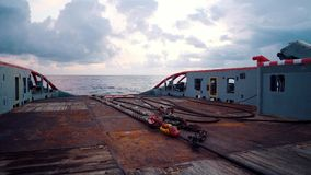 ?quipage de navire pr?parant le navire pour le levage statique de bateau-citerne de remorquage banque de vidéos