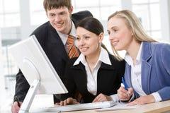 Équipe d'affaires lors d'un contact Images stock