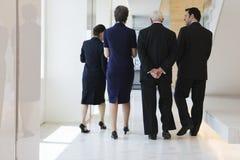 Équipe d'affaires sur le chemin à la réunion de la société. Photographie stock