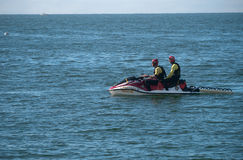 Équipe de secours de garde de vie sur SeaDo Photos stock