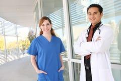 Équipe médicale à l'hôpital Photo libre de droits