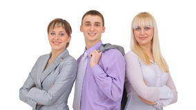 Équipe réussie de sourire heureuse d'affaires au bureau Photo stock