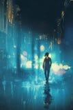 Équipez la marche la nuit sur la rue humide Photographie stock