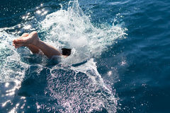 Équipez la plongée dans la mer Photo stock