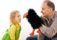 Équipez le jeu avec la petite fille Photographie stock libre de droits