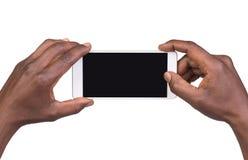 Équipez prendre une photo utilisant un téléphone intelligent Photo libre de droits