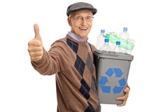Équipez tenir un bac de recyclage et renoncer à un pouce Images stock