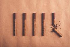 Quit抽烟的概念,位置平展安排了香烟 图库摄影