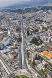 Quito Av América och La Y Arkivfoto