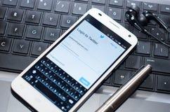 QUITO, ECUADOR - 3 AGOSTO 2015: Smartphone bianco Immagine Stock Libera da Diritti