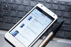 QUITO, ECUADOR - 3 AGOSTO 2015: Smartphone bianco Fotografie Stock Libere da Diritti