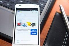 QUITO, ECUADOR - 3 AGOSTO 2015: Smartphone bianco Fotografia Stock Libera da Diritti