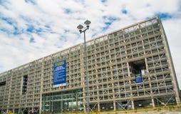 QUITO, ECUADOR 26 APRIL, 2017: De nieuwe moderne overheids financieel die beheer bouw van het platformbureau, door Rafaël wordt g Stock Foto's