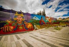 QUITO ECUADOR AUGUSTI 20 2017: Gatagrafitti på en vägg i den centrala Quito, Ecuador Arkivfoto