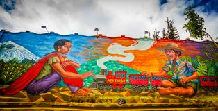 QUITO ECUADOR AUGUSTI 20 2017: Gatagrafitti på en vägg i den centrala Quito, Ecuador Royaltyfria Foton