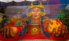 QUITO ECUADOR AUGUSTI 20 2017: Gatagrafitti på en vägg i den centrala Quito, Ecuador Royaltyfri Foto