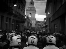 Quito Ecuador, c Augusti 2015: Polisen och protesterare i Quito, Ecuador arkivbild