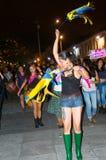 QUITO, ECUADOR 6 DE MAYO DE 2017: Mujer que lleva a cabo una muestra durante una protesta con el lema viva los queremos, protesta fotos de archivo libres de regalías