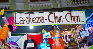 Quito, Ecuador - December 31, 2016: Traditionele monigotes of gevulde modellen die politieke cijfers vertegenwoordigen, anime of Stock Afbeelding
