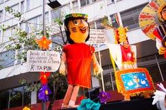 Quito, Ecuador - 31. Dezember 2016: Traditionelle monigotes oder angefüllte Attrappen, die Politische Figuren, Anime darstellen o Lizenzfreies Stockfoto