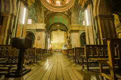 QUITO ECUADOR, FEBRUARI 22, 2018: Inomhus sikt av den laCatedral kyrkan i domkyrka för Quito` s arkivbilder