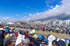 QUITO, ECUADOR - JULI 7, 2015: Veel mensen die paus Francisco, massa in Ecuador wachten te zien Stock Afbeeldingen