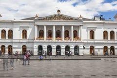 QUITO, ECUADOR - JUNI 30, 2015: Het theater van Teatrosucre op Plein DE Stock Foto