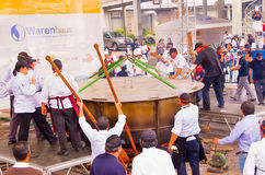 Quito, Ecuador - 5. März 2017: Locro-Fest, ein Ereignis, in dem die größte locro Suppe, die 12 760 Pfund wiegt, zugebereitet wird Stockfotografie