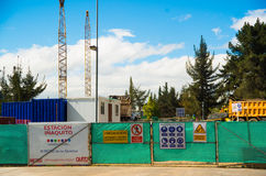 QUITO, ECUADOR - 6. MAI 2016: Bau der Zugstation, i-aquito Halt im mainstreet in NNUU nahe von Lizenzfreies Stockbild
