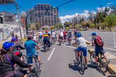QUITO, ECUADOR - MARZO 23, 2015: Unidentified people waiting red light to passe trought important avenue, perfect day to. Do sports Stock Image