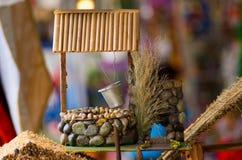 QUITO, ECUADOR 07 MEI, 2017: Mooie kleine watert komt goed in een markt voor Stock Fotografie