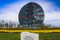 Quito, Ecuador - November 23 2017: Mooie openluchtmening van een moderne esculpture die dicht bij Mariscal Sucre wordt gevestigd Royalty-vrije Stock Afbeelding