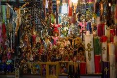 QUITO, ECUADOR - NOVEMBER 23, 2016: Ontworpen godsdienstige cijfers in de stad van Quito Royalty-vrije Stock Foto