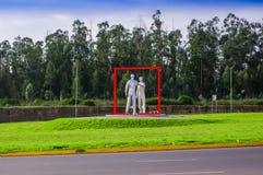 Quito, Ecuador - 23. November 2017: Schöne Ansicht im Freien eines modernen grauen Kunst esculpture im Mariscal Sucre Lizenzfreie Stockbilder