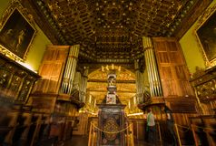 QUITO, ECUADOR - 23. OKTOBER 2017: Innenansicht der Kirche und des Klosters des Heiligen Franziskus in Quito, Ecuador Stockbilder