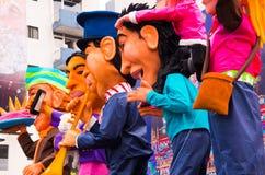 Quito Ekwador, Grudzień, - 31, 2016: Tradycyjni monigotes lub faszerować atrapy reprezentuje postacie polityczne, anime lub Zdjęcie Royalty Free