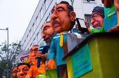 Quito Ekwador, Grudzień, - 31, 2016: Tradycyjni monigotes lub faszerować atrapy reprezentuje postacie polityczne, anime lub Obraz Royalty Free