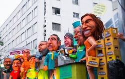 Quito Ekwador, Grudzień, - 31, 2016: Tradycyjni monigotes lub faszerować atrapy reprezentuje postacie polityczne, anime lub Fotografia Royalty Free