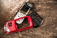 Quito, Ekwador, Lipiec 10, 2017: Zamyka up pierwsza generacja mobilny telefon komórkowy na drewnianym tle Fotografia Royalty Free