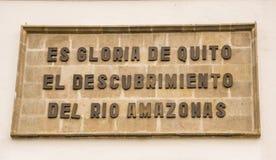 QUITO, EKWADOR LISTOPAD, 28, 2017: Pouczający znak przy outdoors przy dziejowym centrum stary grodzki Quito, Ekwador Obraz Royalty Free